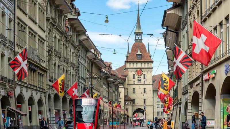 Switzerland shoppers 070921.